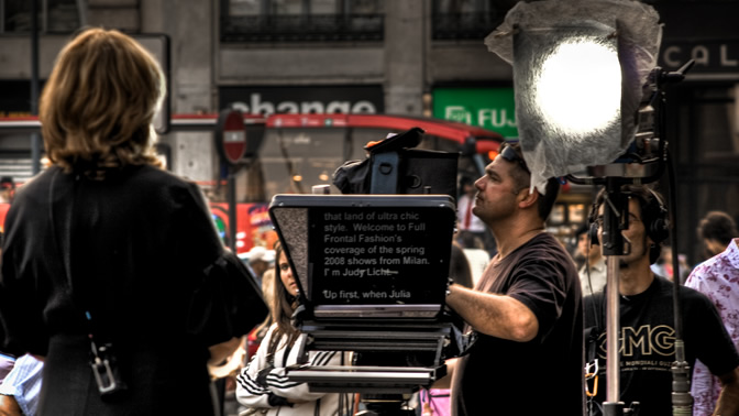 Lead or lag, that is the (teleprompter operator's) question